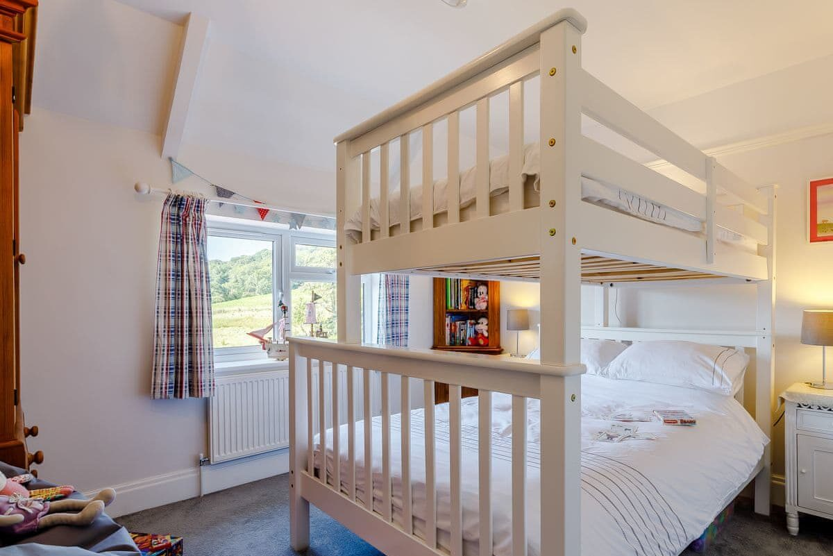Triple sleeper bedroom, suitable for both adults and children